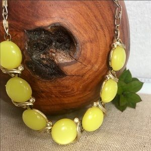 Lisner Vintage Yellow Thermoset MoonGlow Necklace